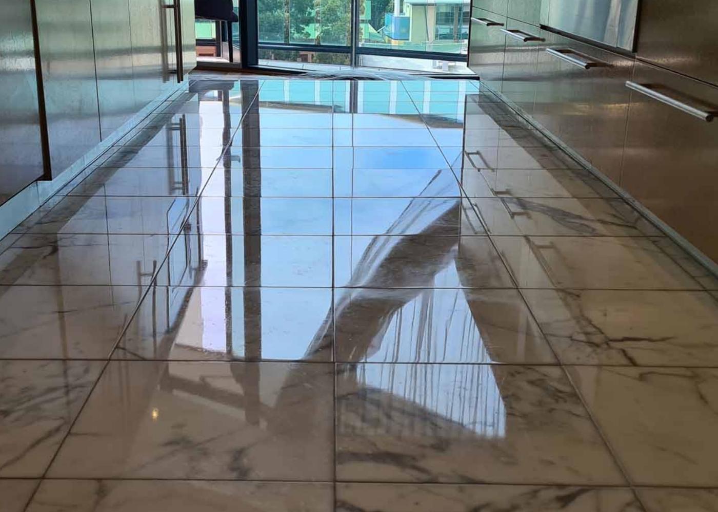 resultaat van natuursteen vloer schoonmaken