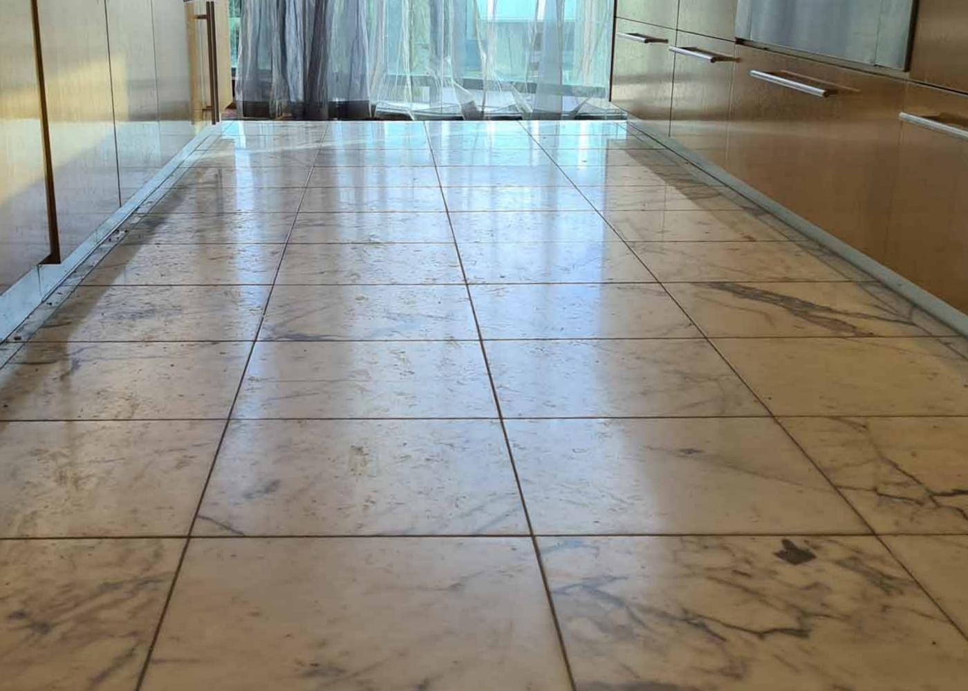 oude natuursteen vloer oppoetsen