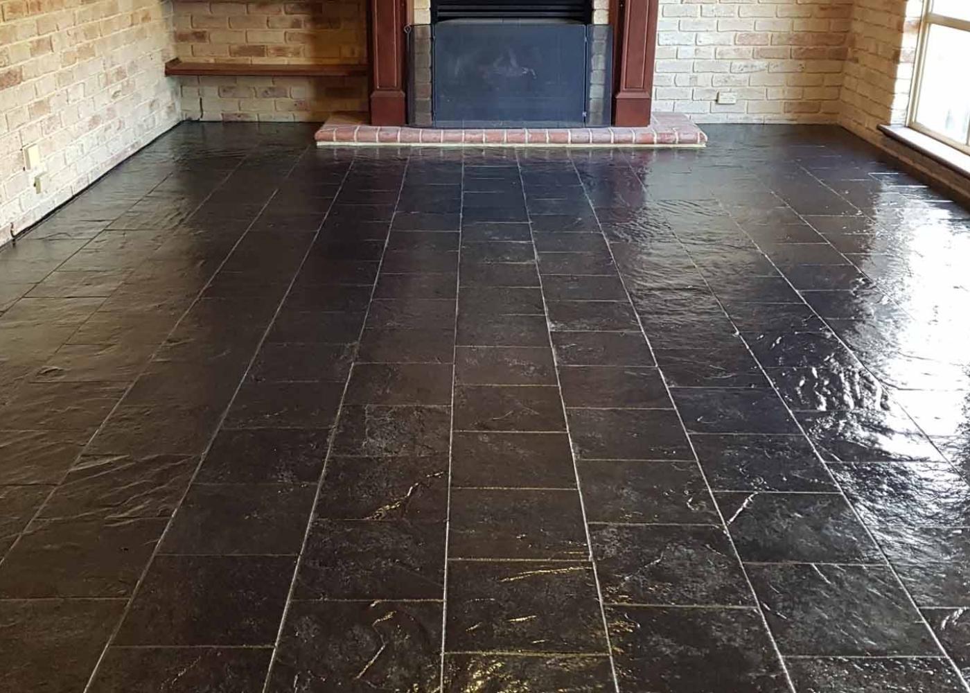 de natuursteen vloer is gereinigd